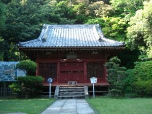 Un petit temple en bas
