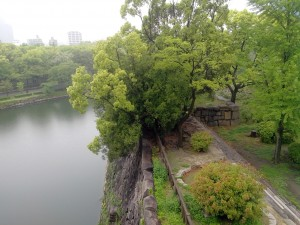 Une vu du parc du château et des vrais douves (avec de l'eau dedans !)