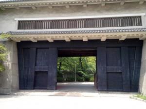Grande porte, très.